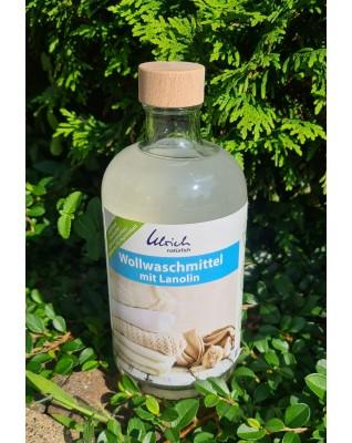 Wool liquid detergent with lanolin